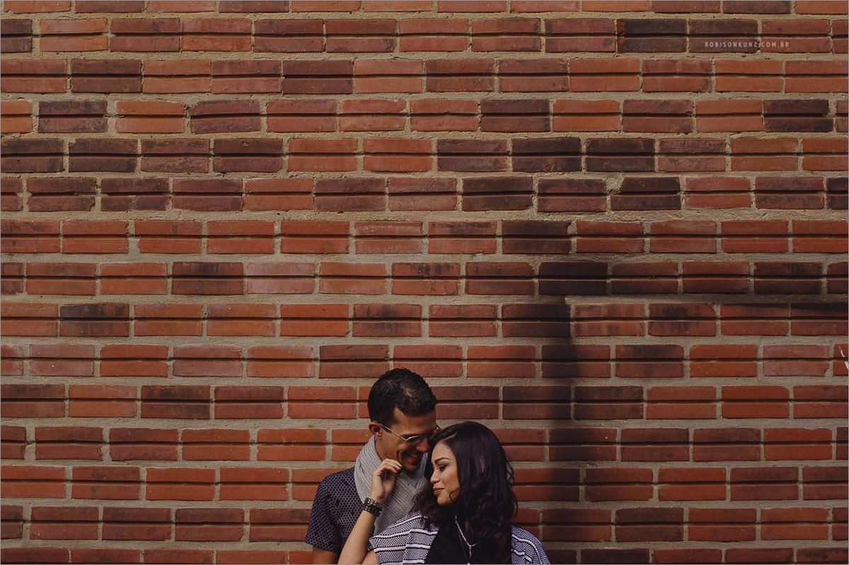 ensaio casal parede de pedra