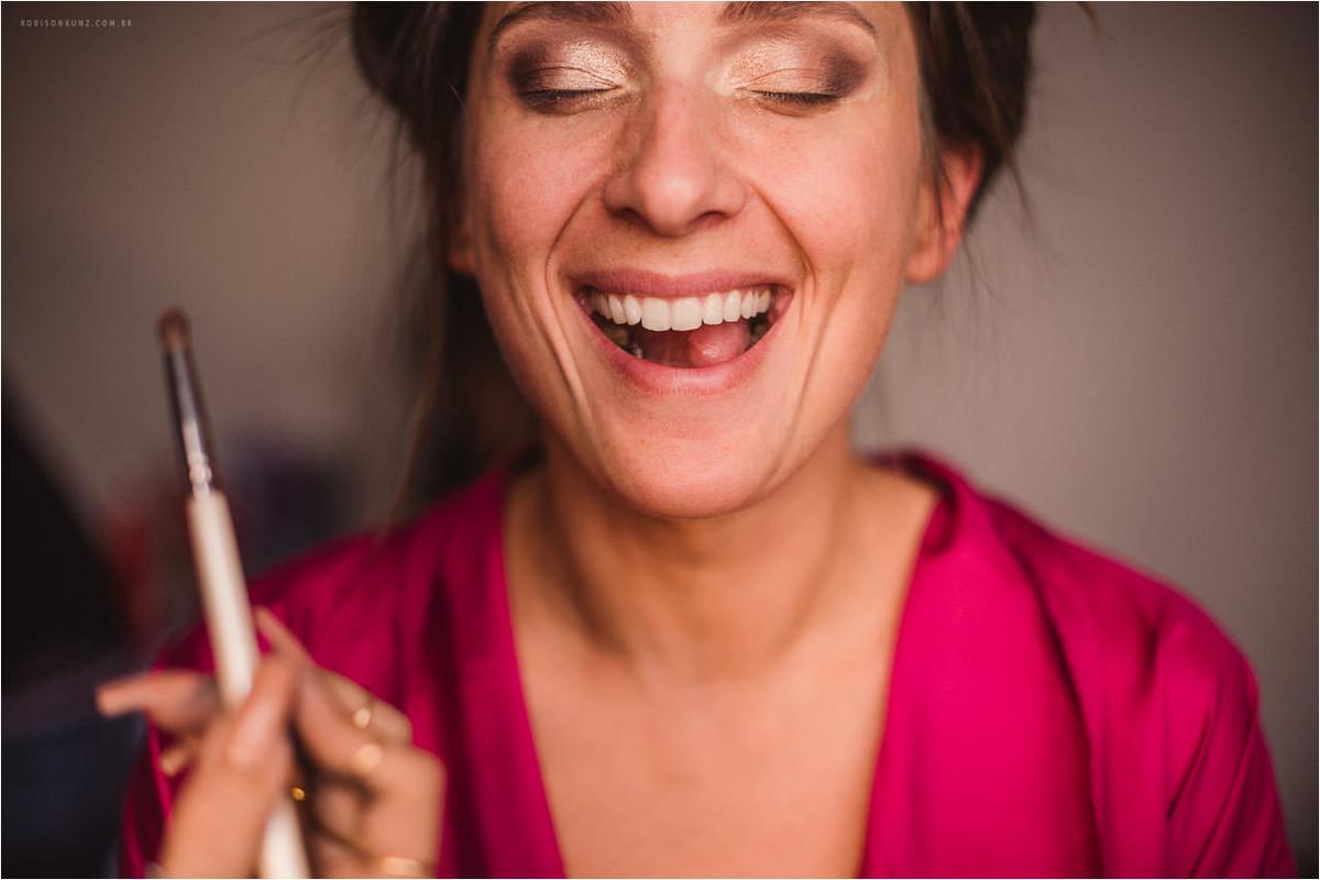 iniciando a maquiagem da noiva