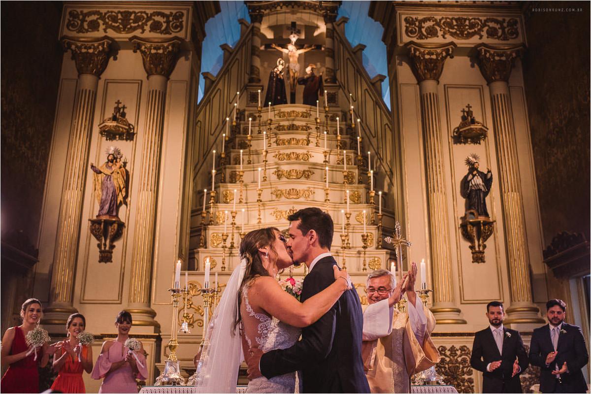 beijo dos noivos igreja das dores