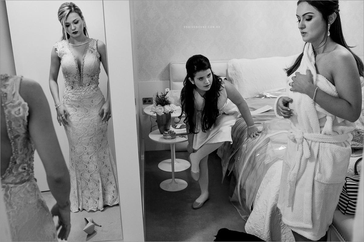 madrinhas da noiva se trocando na suite da noiva