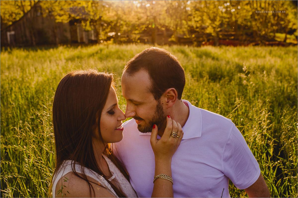 fotos de noivos no campo