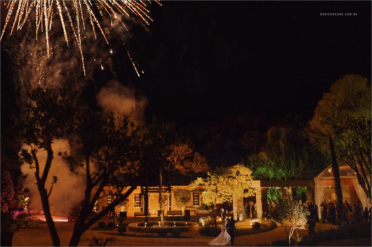 fogos na entrada dos noivos