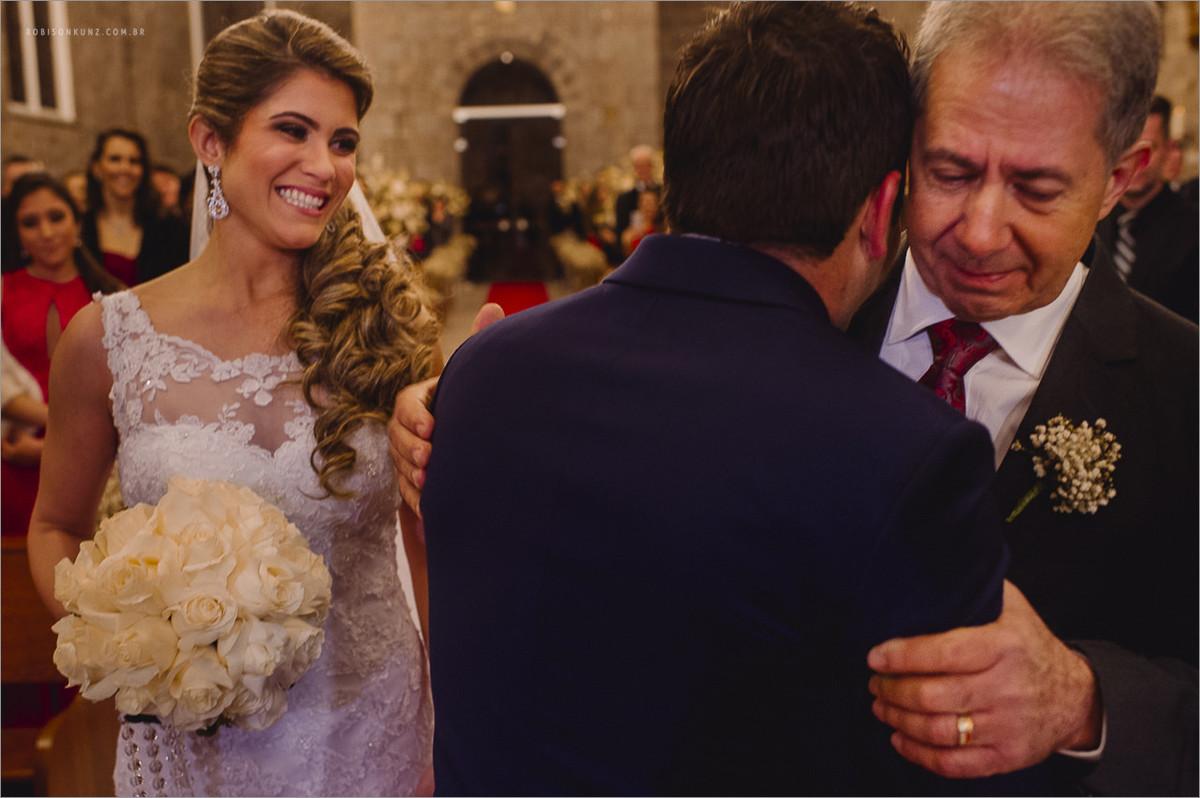 noivo recebendo sua noiva