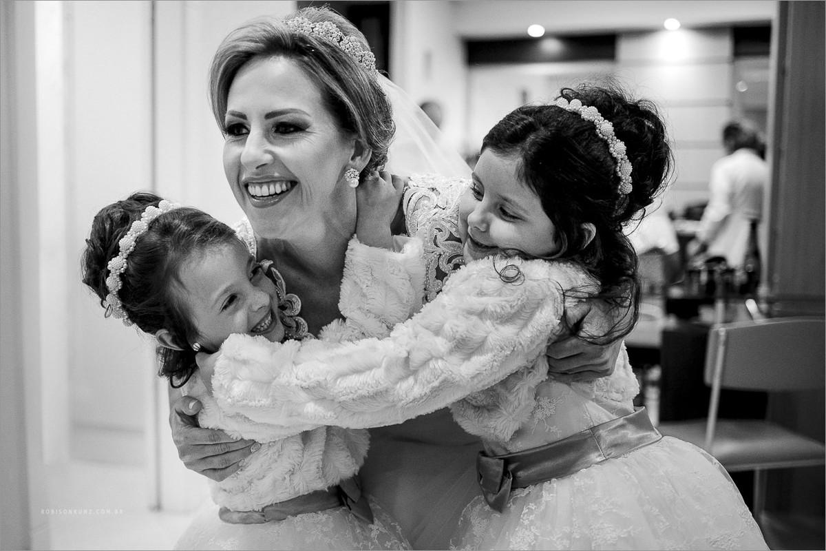 abraço das aias na noiva
