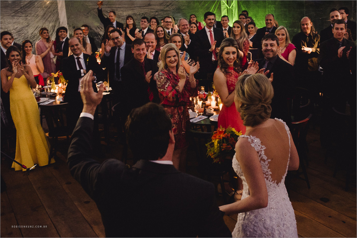 entrada dos noivos na festa