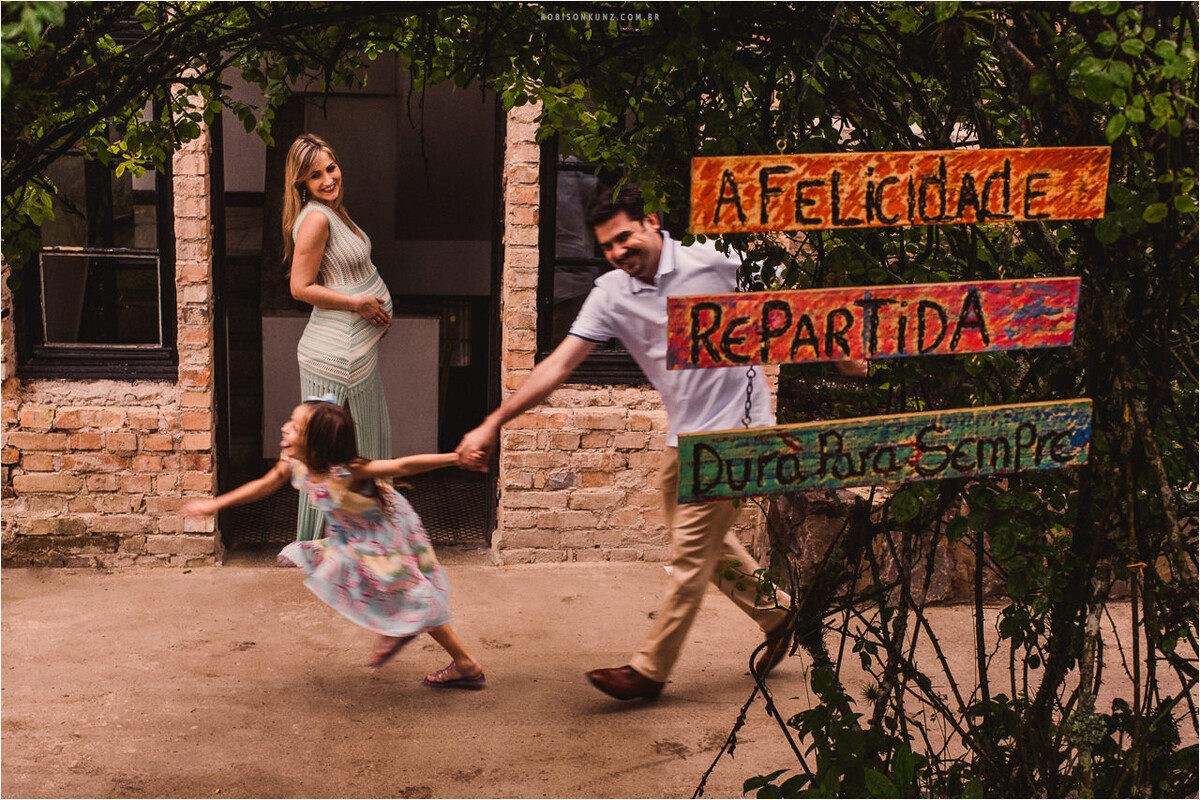 pai e filha correndo