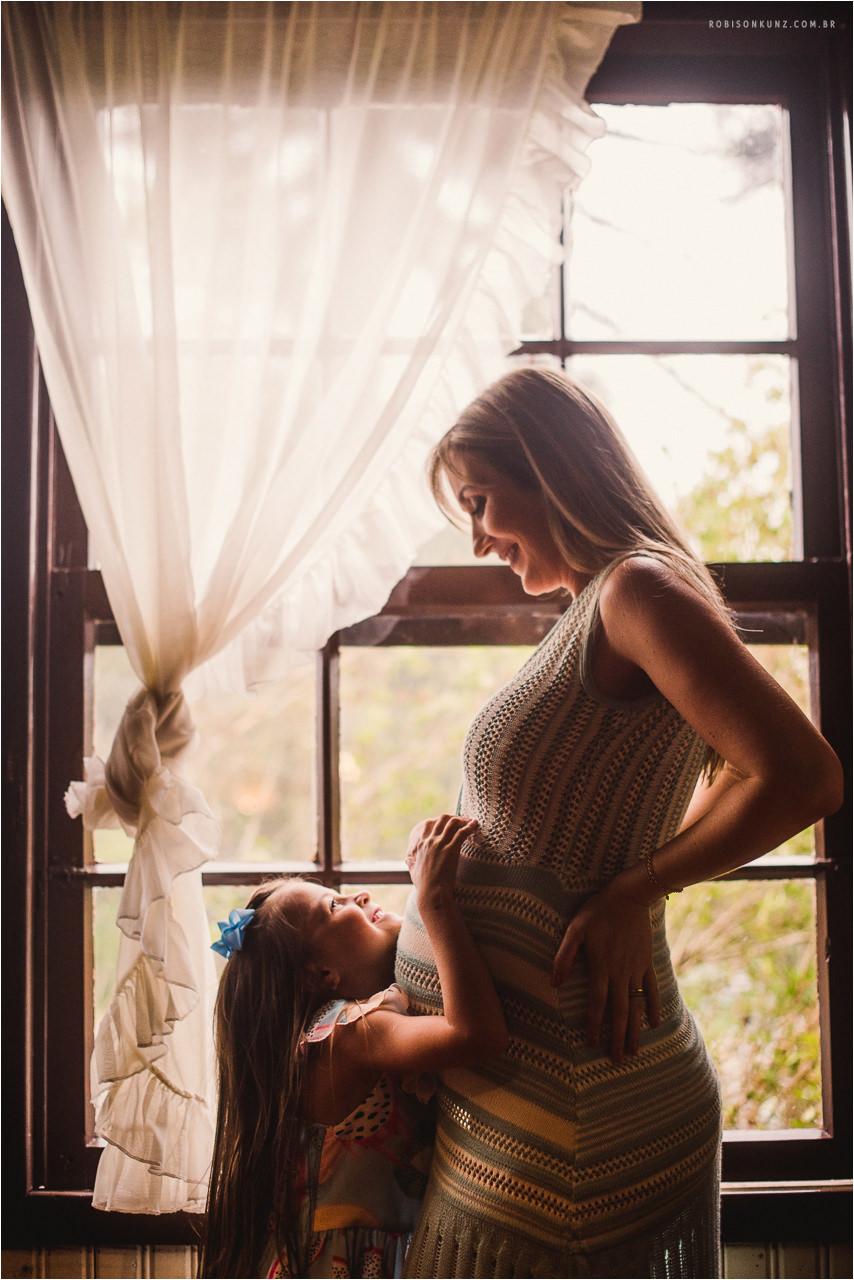 mae e filha na janela