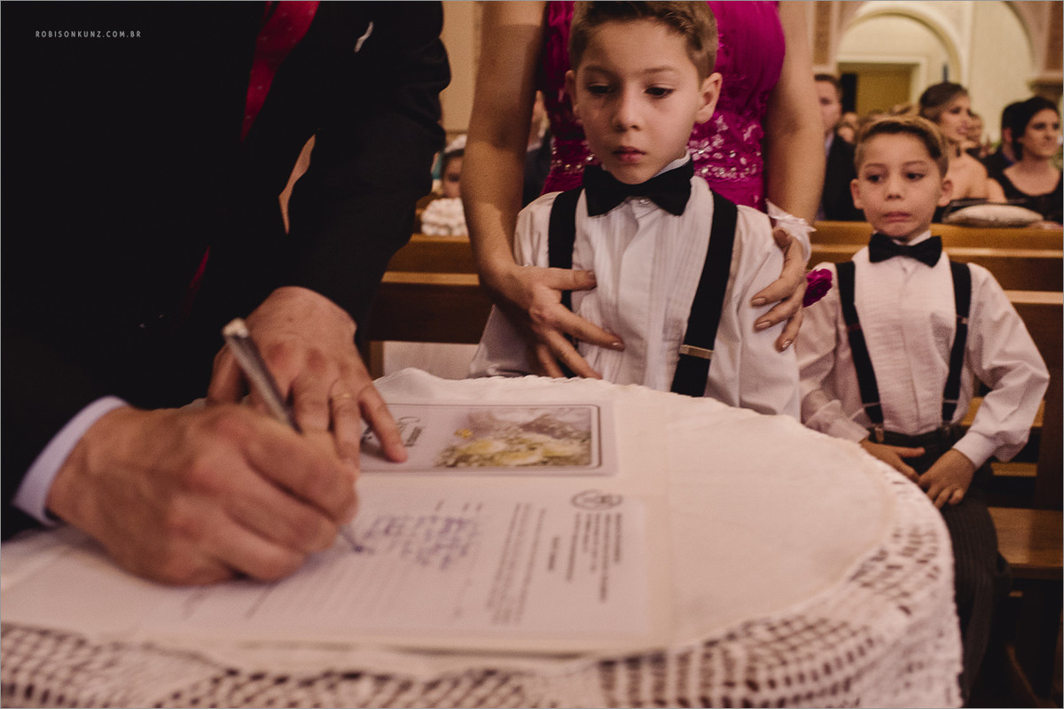 pages brincando na cerimonia