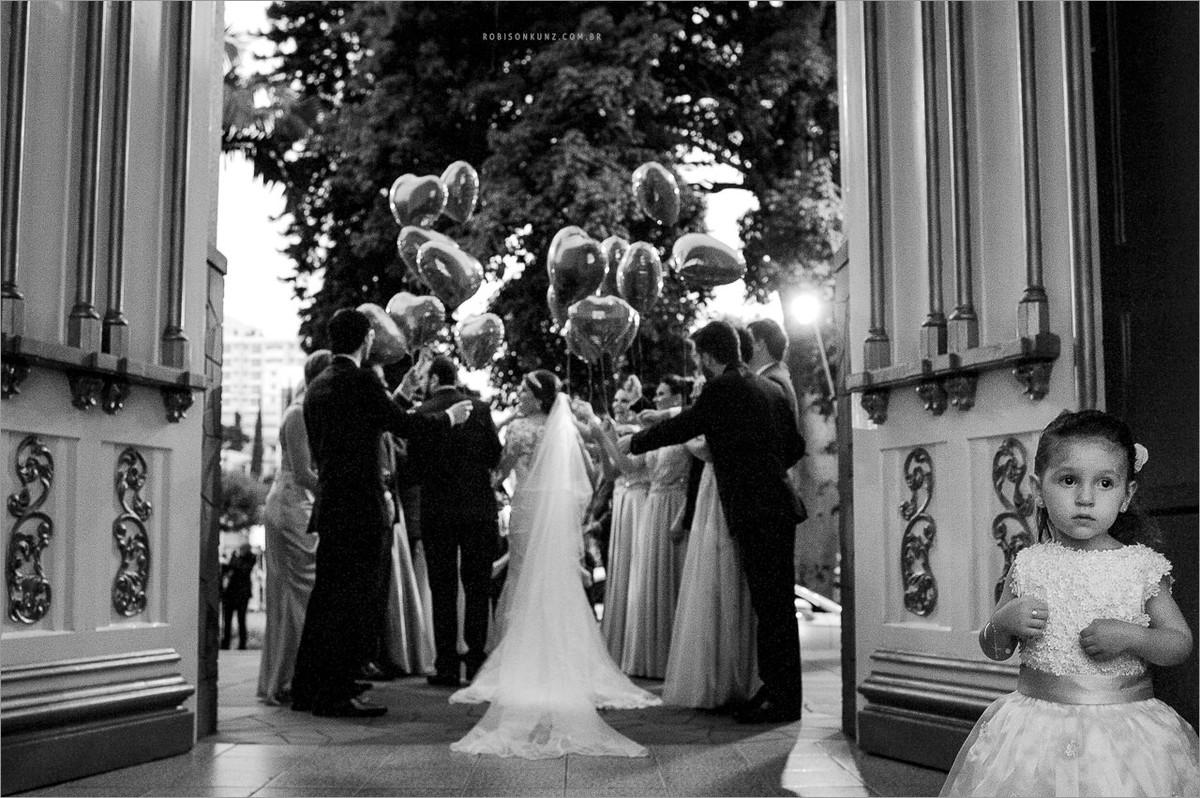 aia olhando a noiva