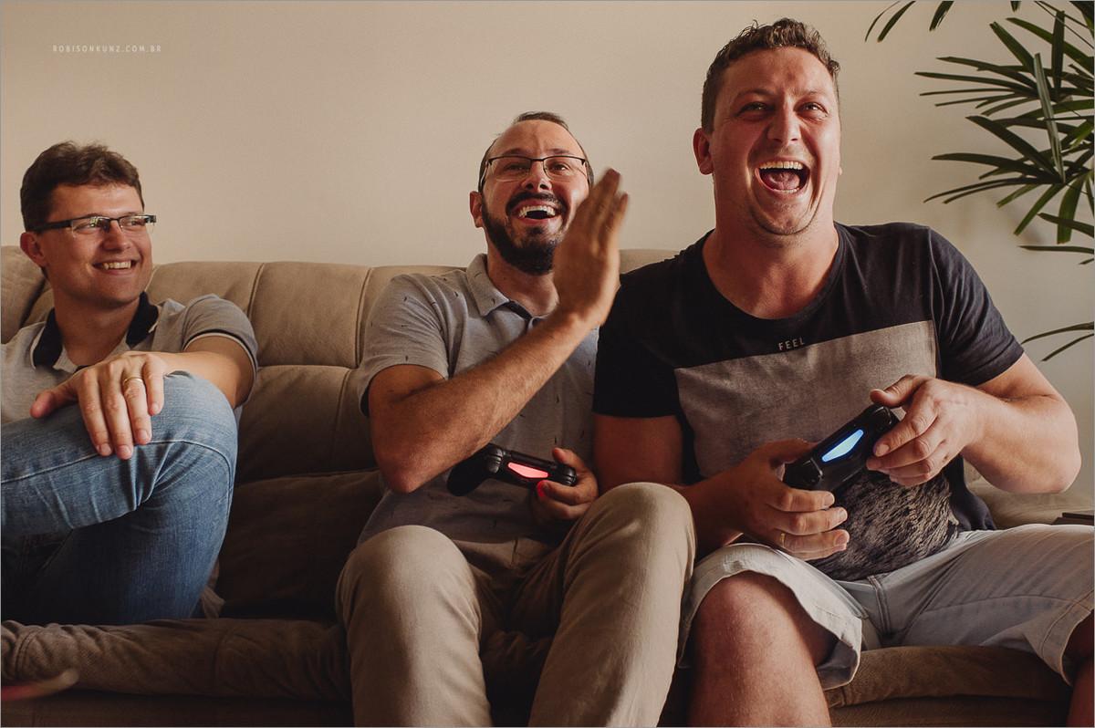 noivo jogando videogame