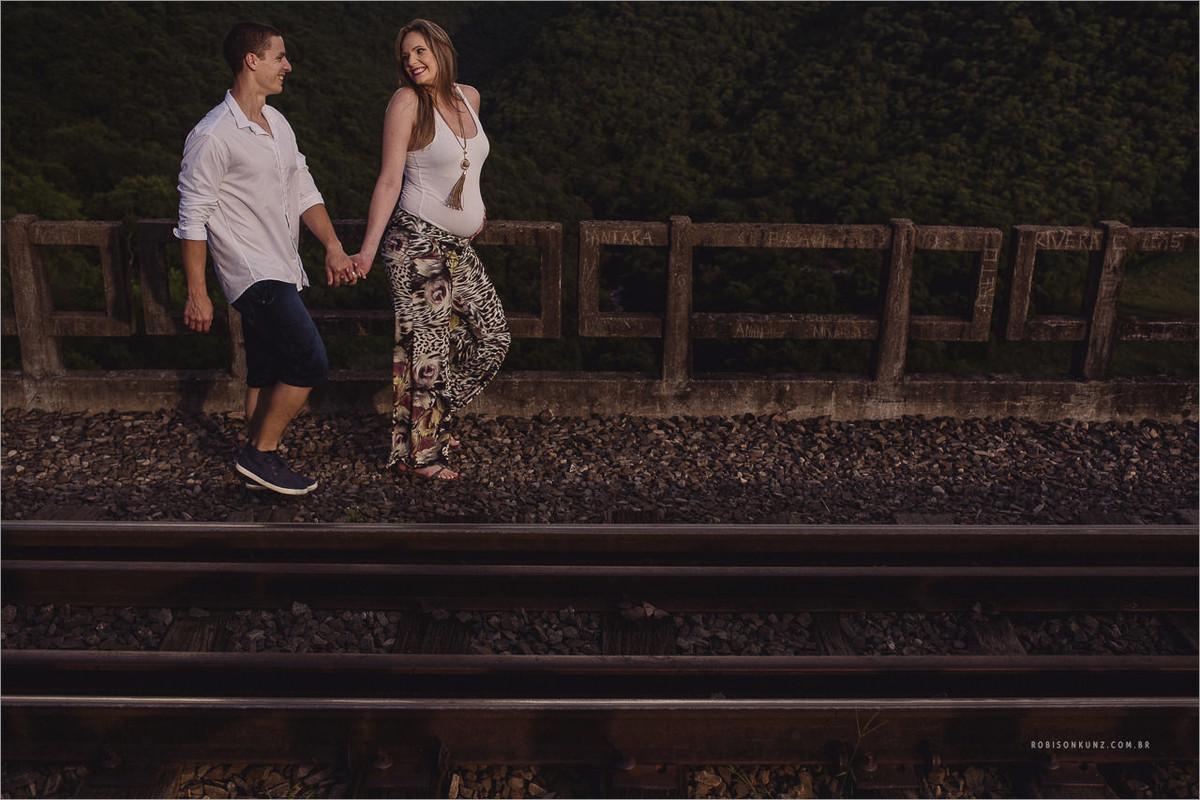 caminhando no trilho de trem