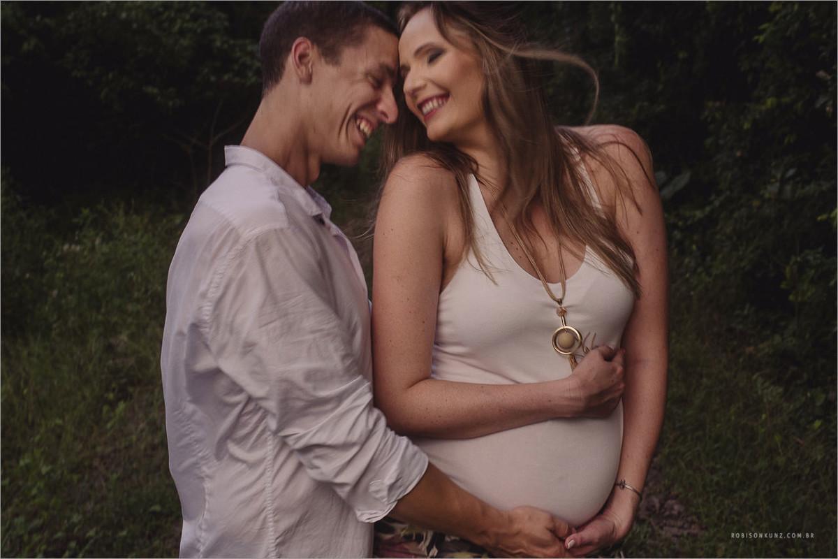 gravida com sorriso espontaneo