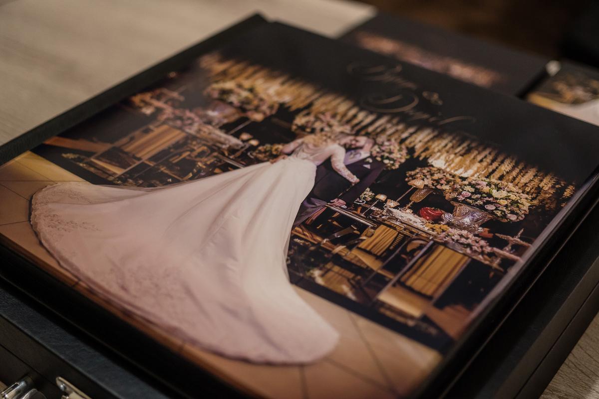 Imagem capa - Escolhendo as fotos do álbum de casamento por Leandro Masson