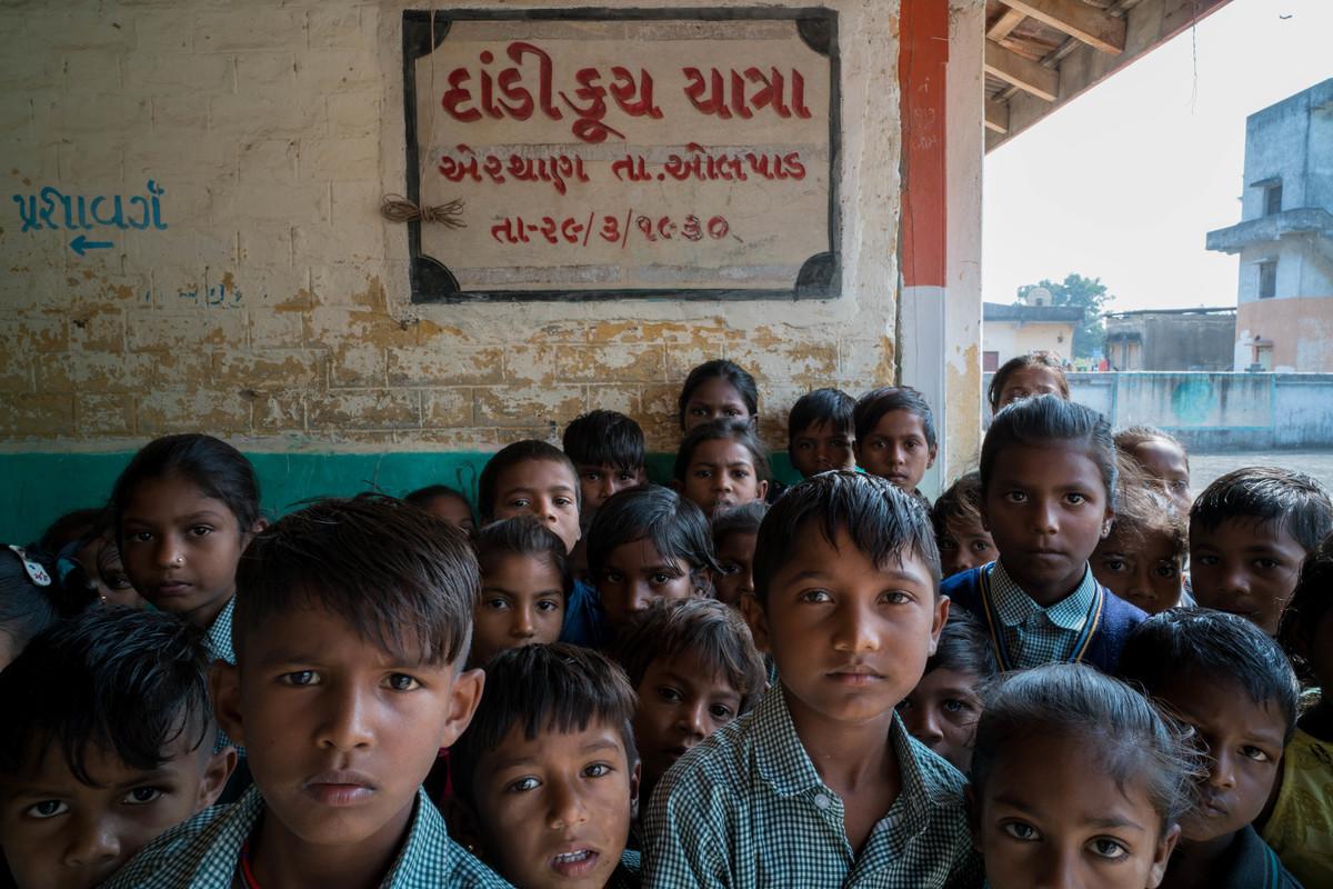 Imagem capa - Escola no vilarejo de Aerthan (Índia, 2018) por Érico Hiller