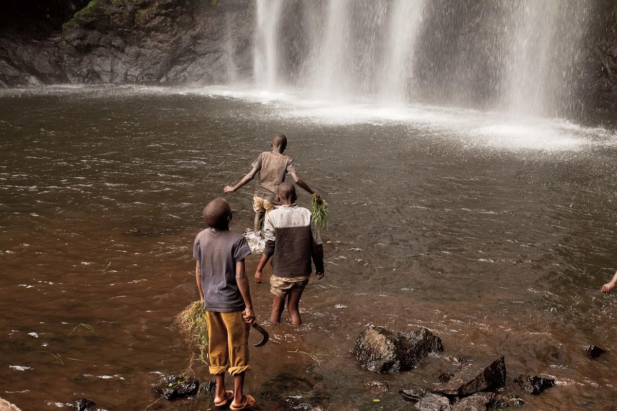 Imagem capa - A Água no Kilimanjaro (Tanzânia, 2011) por Érico Hiller