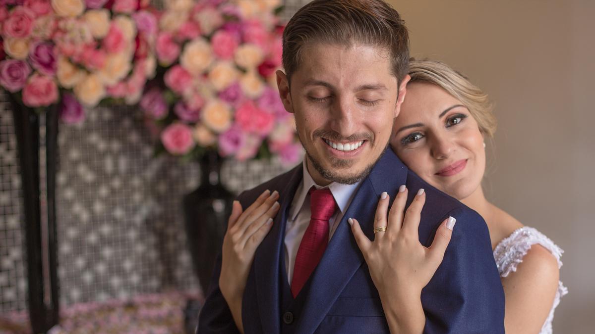 Imagem capa - O que acontece quando um casal não contrata um fotógrafo de casamento profissional e de confiança? por Hideki Foto e Filme