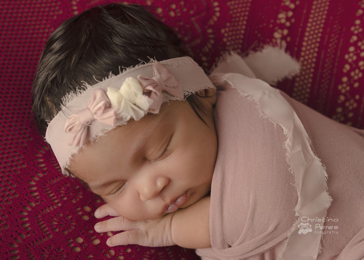 @christinaperefotografia @studiodreams_rj #EnsaioNewbornRJ #FotosNewbornBarra #NewbornDeMenina #EstudioNewbornBarra #PerinatalBarra #FotografiaNewborn