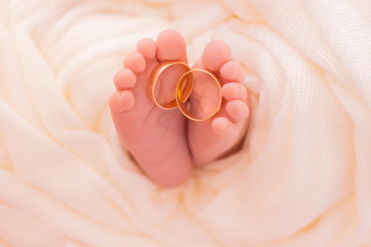 Imagem capa - 4 Fotos de Sessão Newborn que Vão Salvar seu Dia! ( + Surpresa) por João Bueno Fotografias