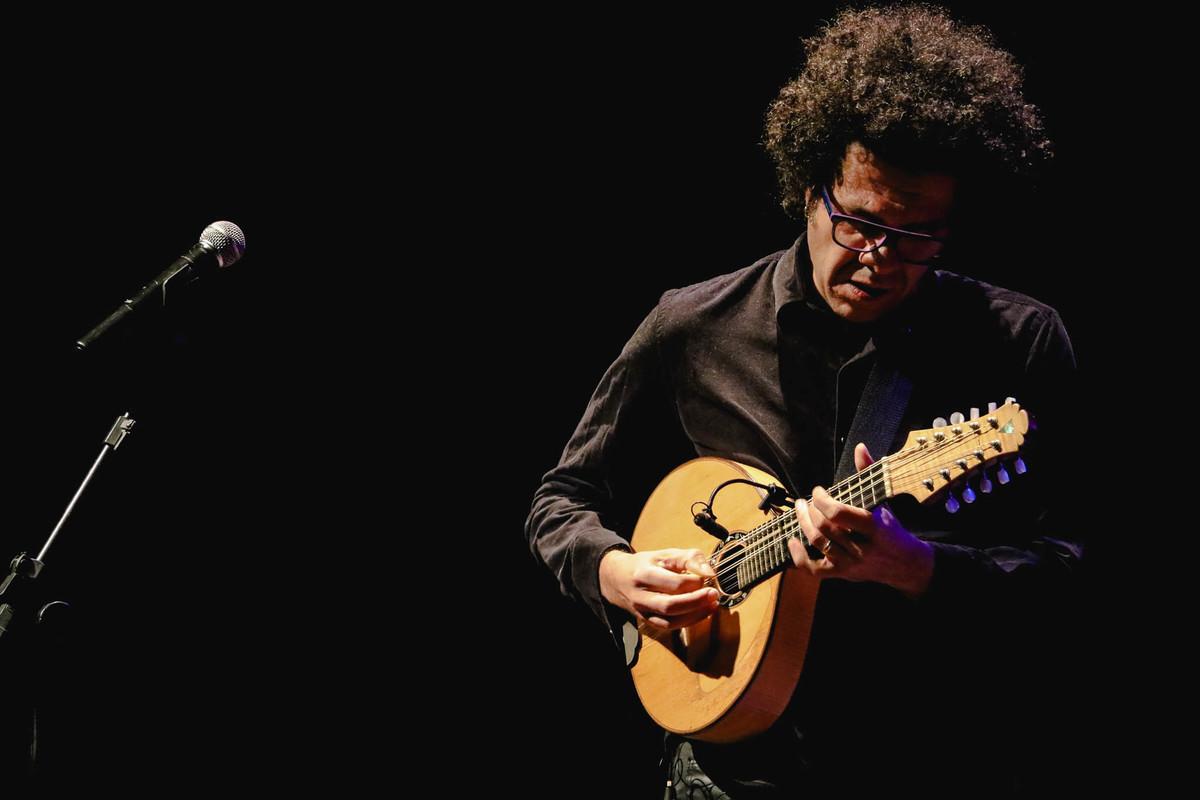 Imagem capa - Hamilton de Holanda Trio: uma viagem pela música brasileira por Jessica Melinda