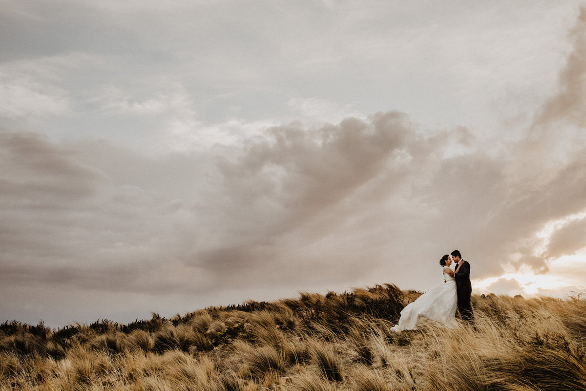 fotografia de bodas de aventura en cochabamba bolivia pareja de boda postboda