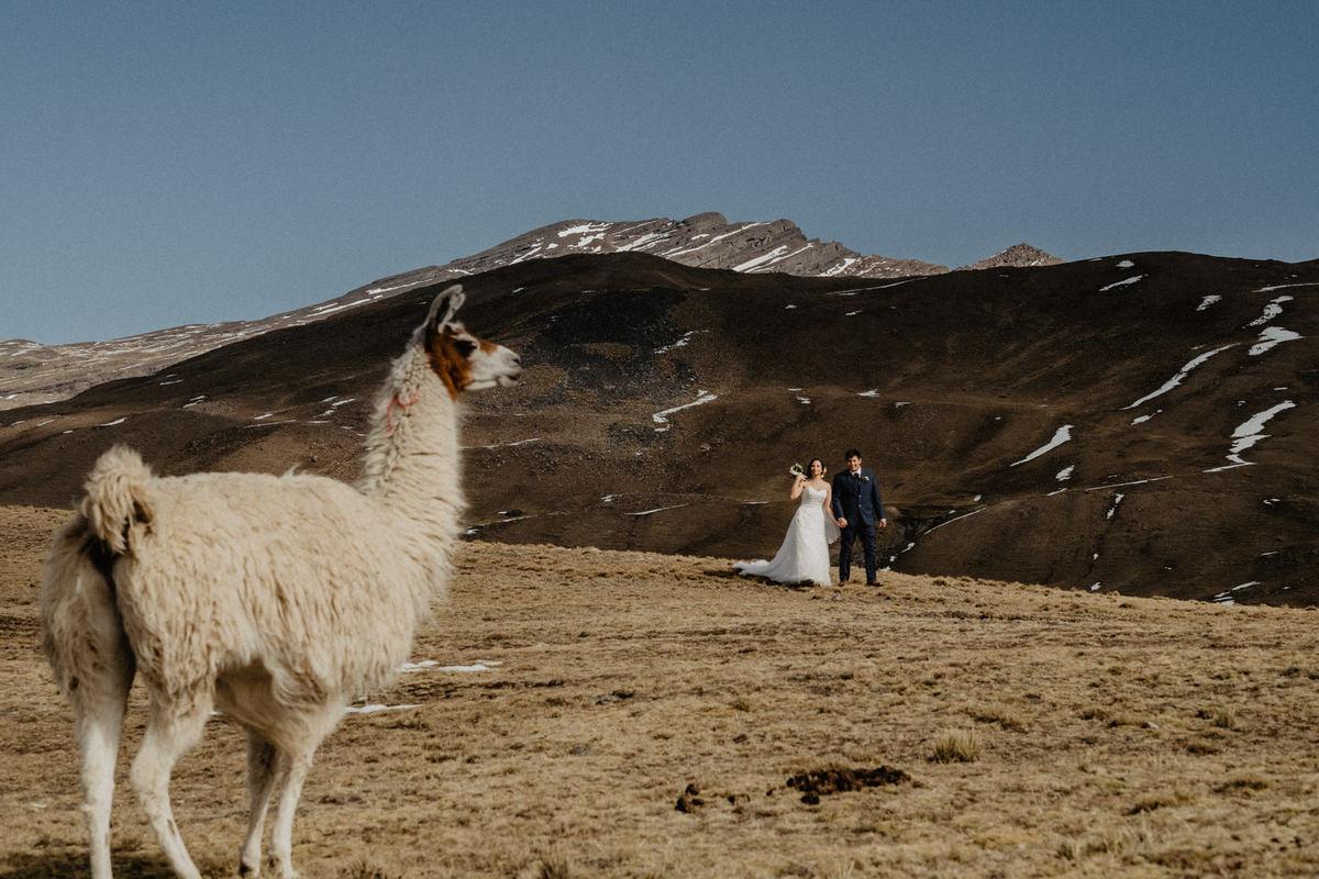 fotografia de bodas de aventura en cochabamba bolivia tunari pareja de boda postboda