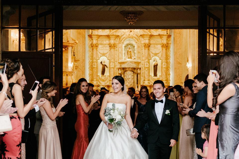 fotografía de bodas en iglesia de santa teresa en cochabamba bolivia