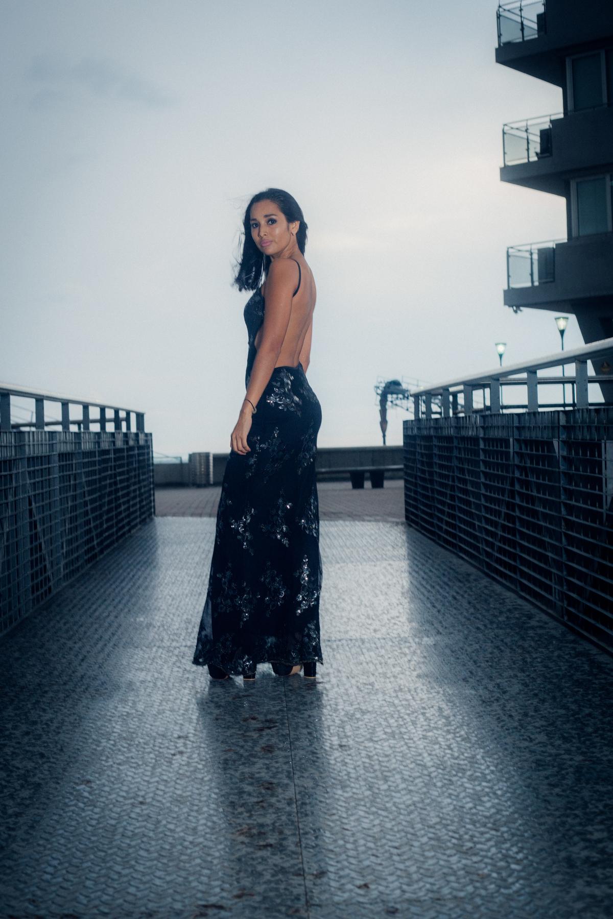 fotografia de moda vestido de noche luego de una tormenta en rosario https://www.dnxfotografia.com.ar/contato