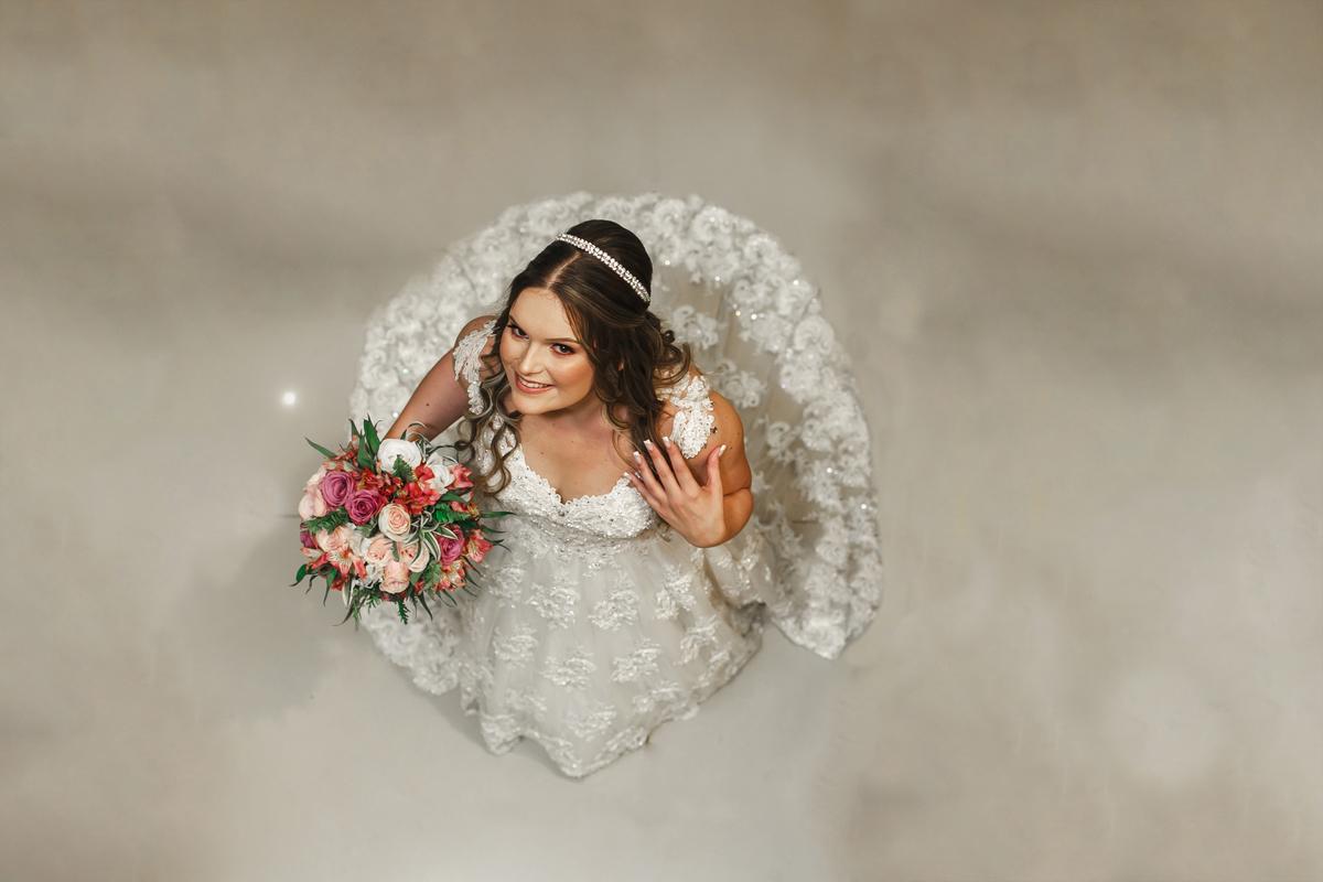 Imagem capa - Vestido de Noiva | Dicas que vão levar você a escolha Perfeita por Gilberto  Maçaneiro