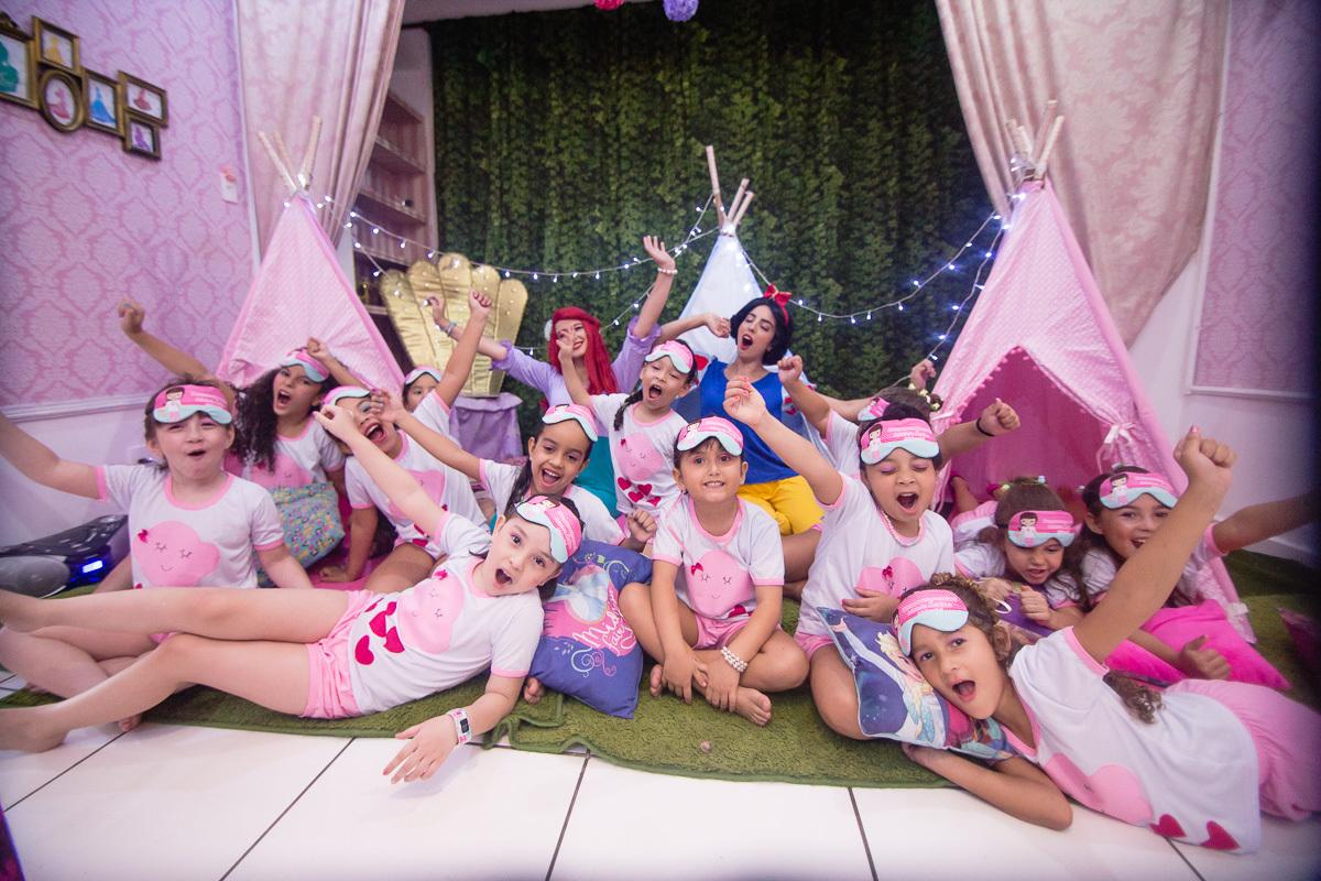 Imagem capa - DICAS PARA UMA FESTA DO PIJAMA INFANTIL DE SUCESSO! por Retrô Kids Fotografia