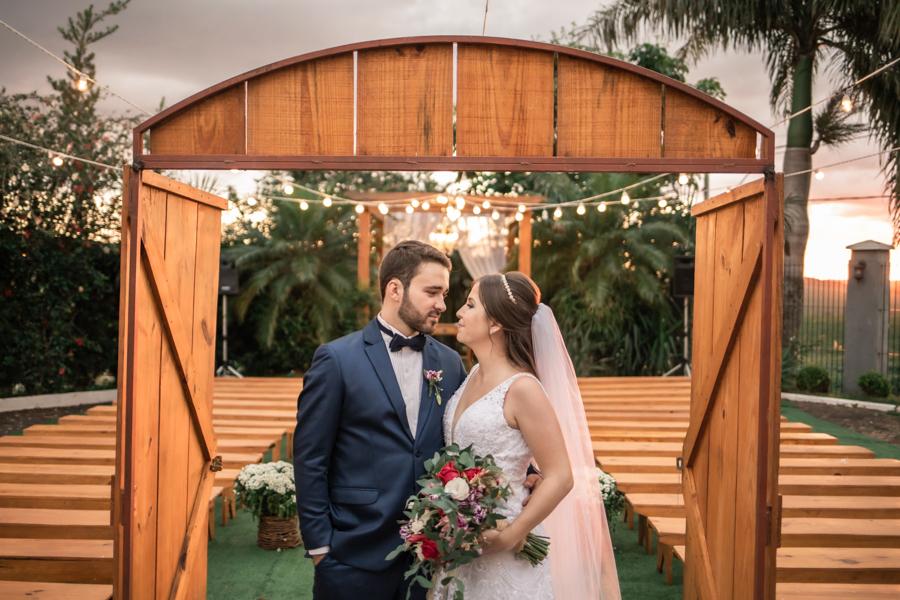 Imagem capa - Guia Completo para Garantir Fotos Perfeitas do seu Casamento ao Ar Livre por Lucas Dreher