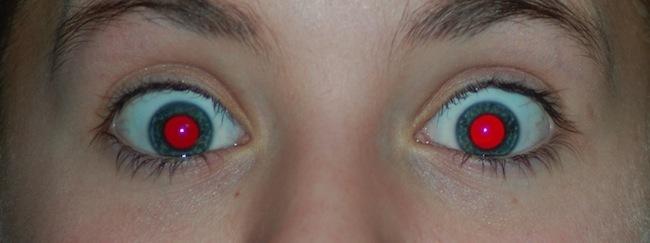 Imagem capa - Por que as vezes ficamos com olhos vermelhos em fotografias feitas com flash? por Lucas Dreher