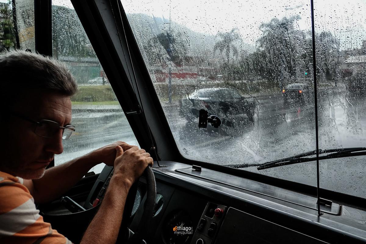 onibus na chuva