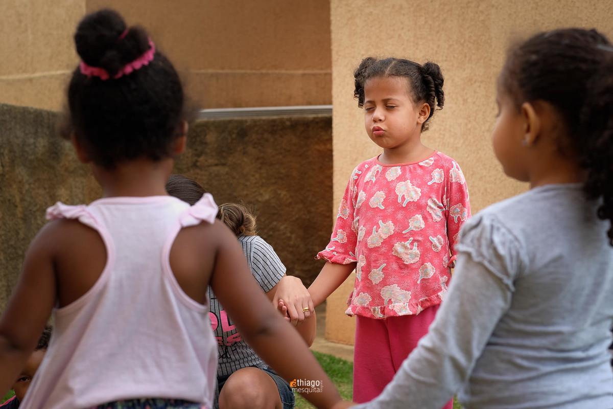 crianças orando