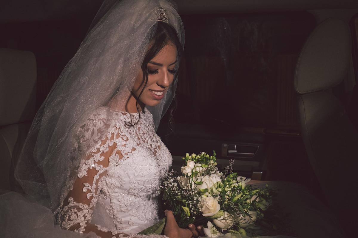 Imagem capa - 10 tipos de buquês para combinar com qualquer vestido de noiva   por Studio JR.