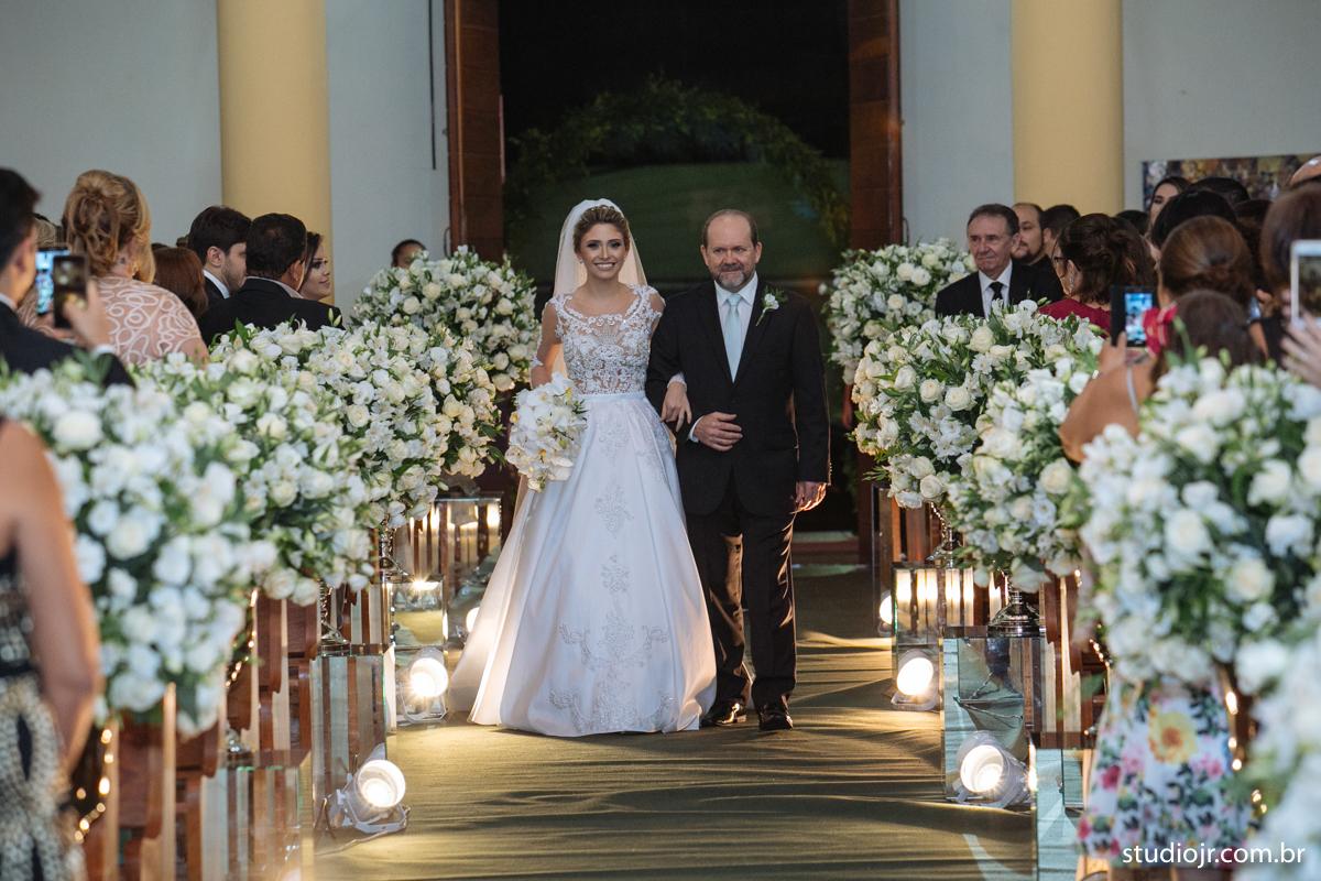 Imagem capa - Como Escolher a Música Ideal da Cerimônia de Casamento por Studio JR.