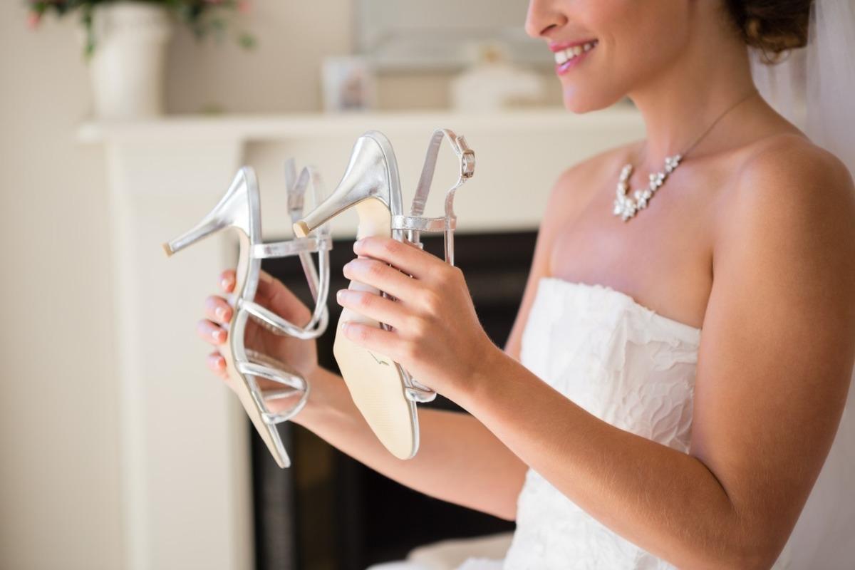 Imagem capa - Descubra qual sapato de noiva ideal você deve escolher para aproveitar todo o seu casamento! por Studio JR.