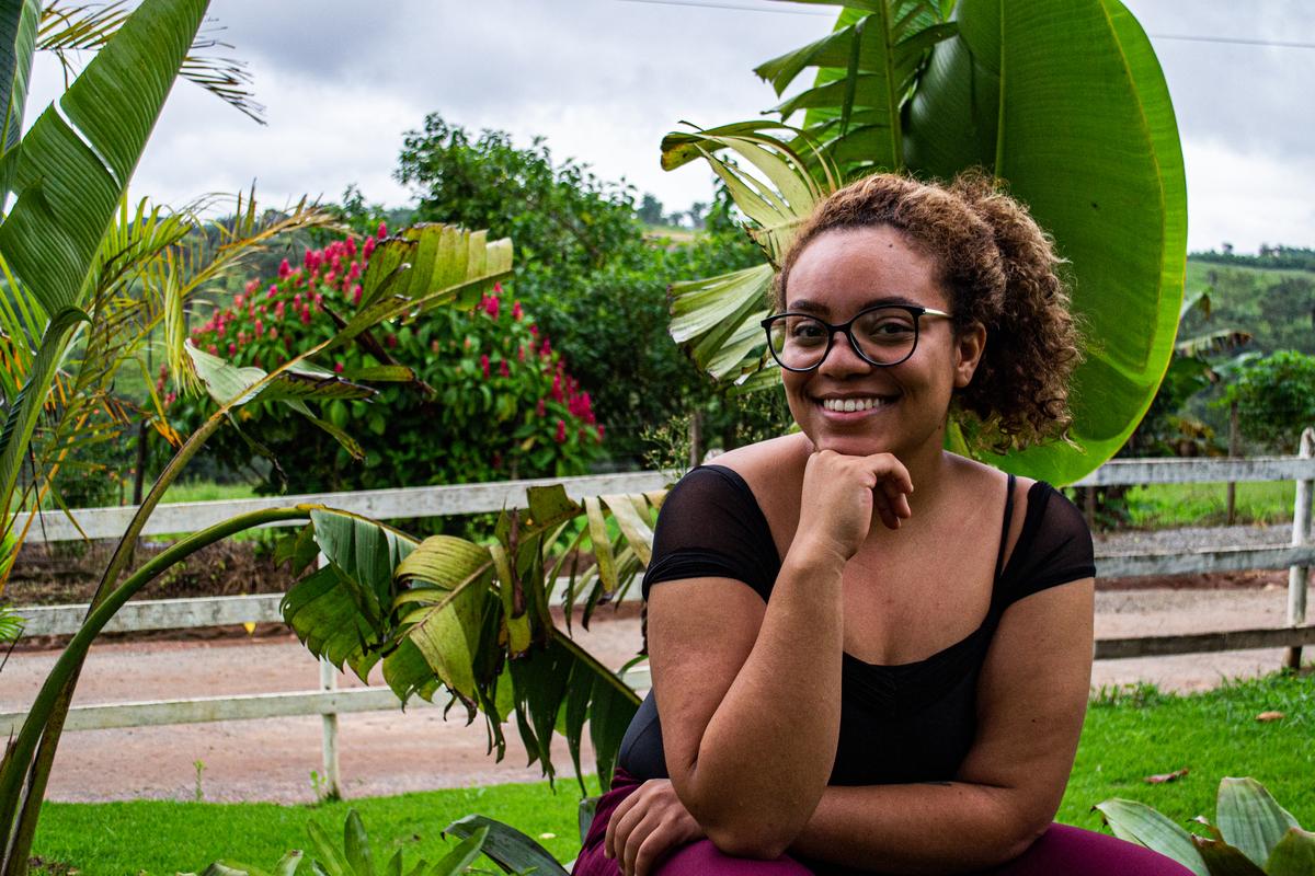 13ª Gabriela Acho bonita a mulher independente que não se prende a padrões, e que carrega no sorriso a coragem de ser quem ela quer.
