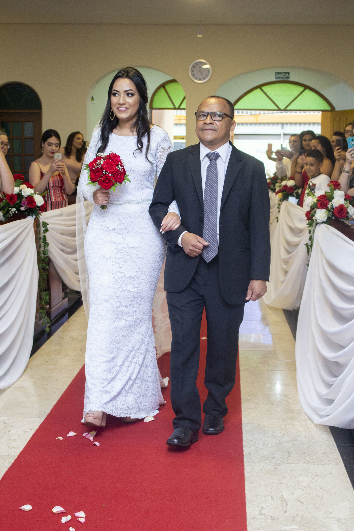 Casamento Bruno e Thalia na capela, entrada da noiva