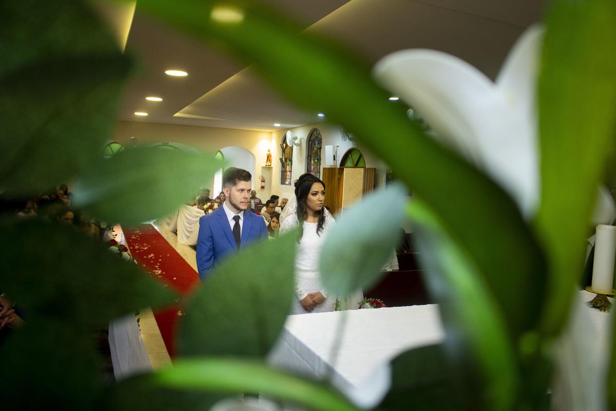Casamento Bruno e Thalia na capela, noivos no altar