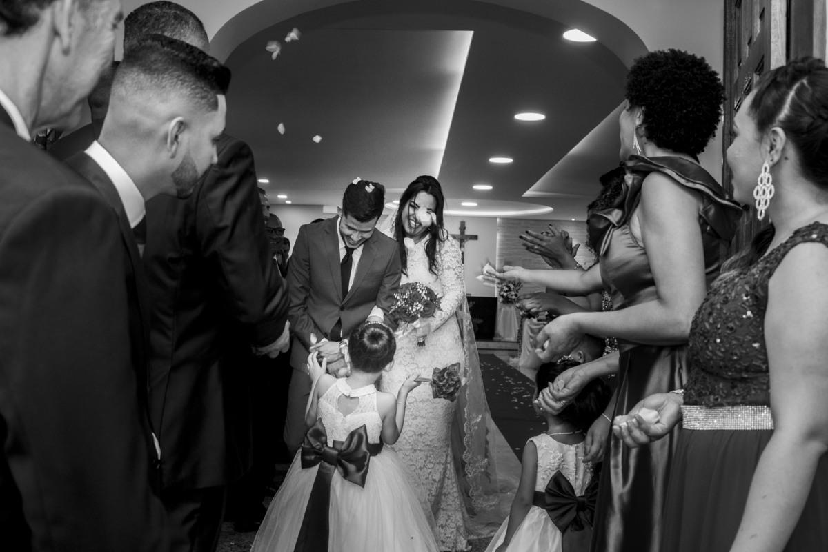 Casamento Bruno e Thalia na capela, saída dos noivos