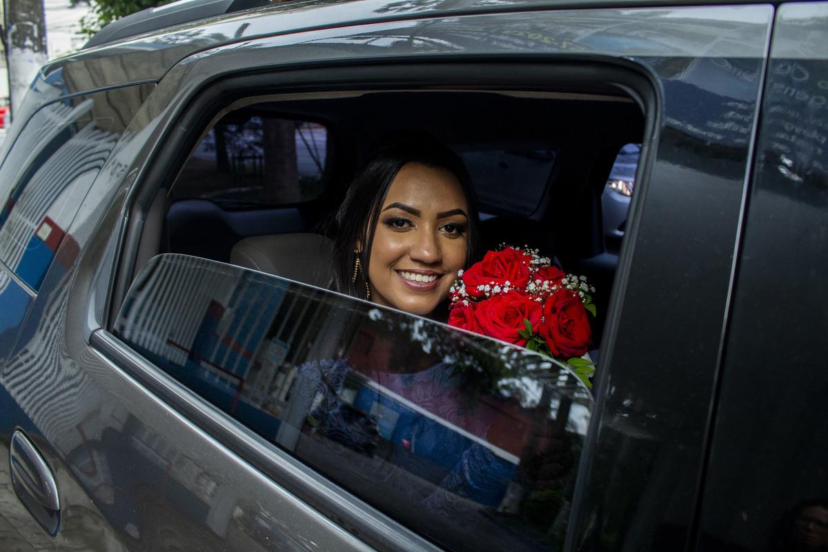 Casamento Bruno e Thalia, noiva a espera no carro