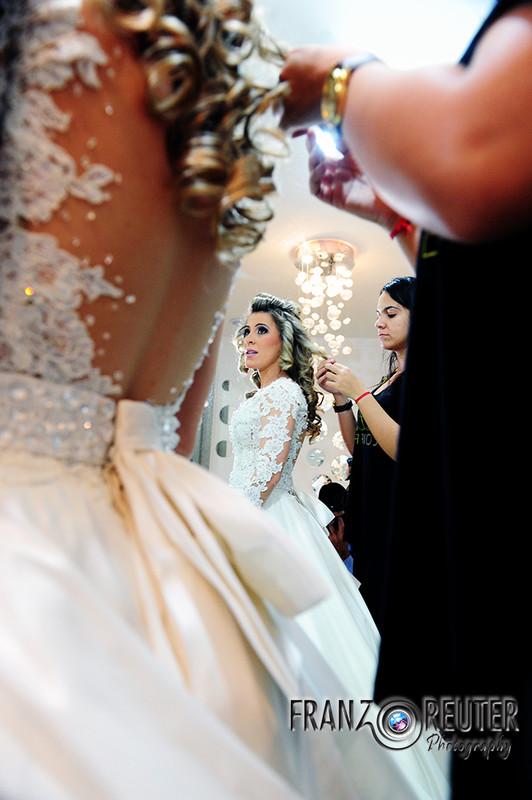 Ajustes no vestido da noiva