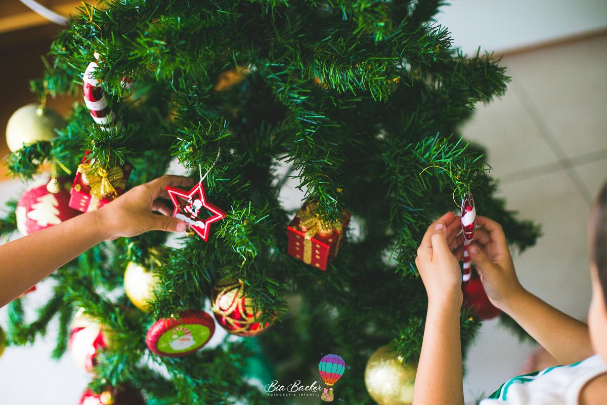 Imagem capa - Ensaio Infantil de Natal - Fotografar em casa pode ser a solução ! por Bia Backer Fotografia