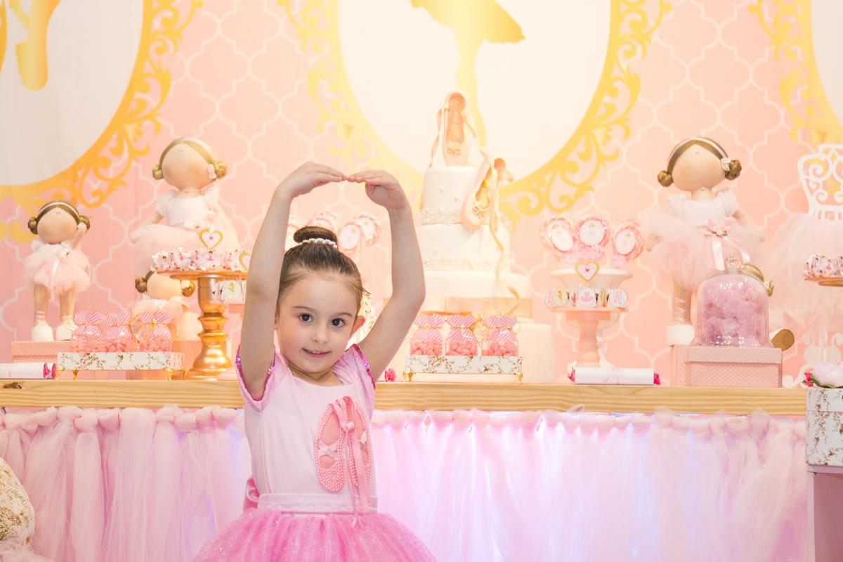 Festa do tema bailarina, esta no buffet guri e guria, buffet guri e guria, fotógrafo Curitiba, everblock Paraná, festa de 5 anos, festa de menina, tema bailarina, decoração tema bailarina, festa infantil curitiba, personalizados bailarina