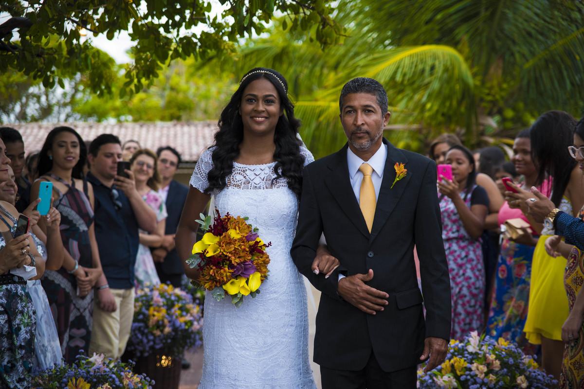 Noiva e pai da noiva noPier 31 em Barra de Jangada - PE, por Rafaelly Lemos