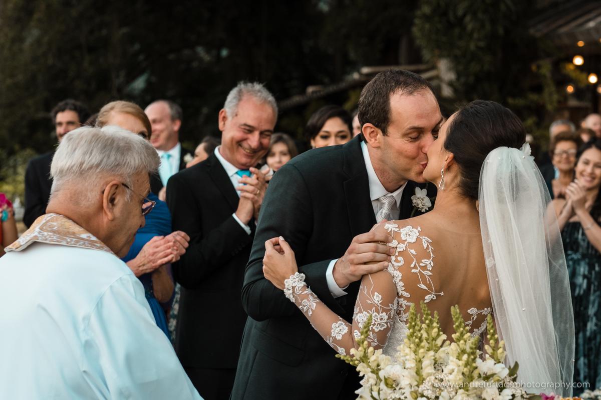 Imagem capa - Cinco cenas de pura emoção em um casamento? Confira aqui! por André Furtado