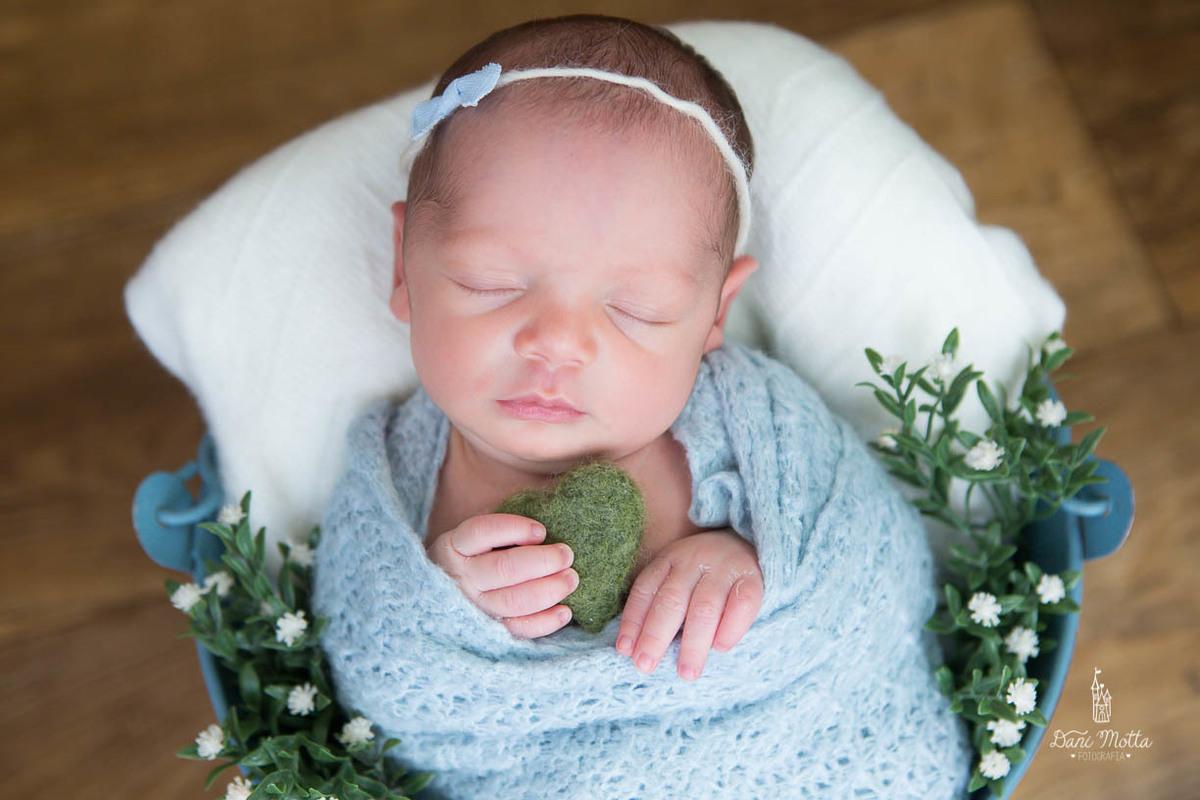 Imagem capa - Sobre o ensaio Newborn por Dani Motta